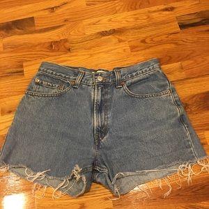 "Levi 550 distressed shorts. 30"""